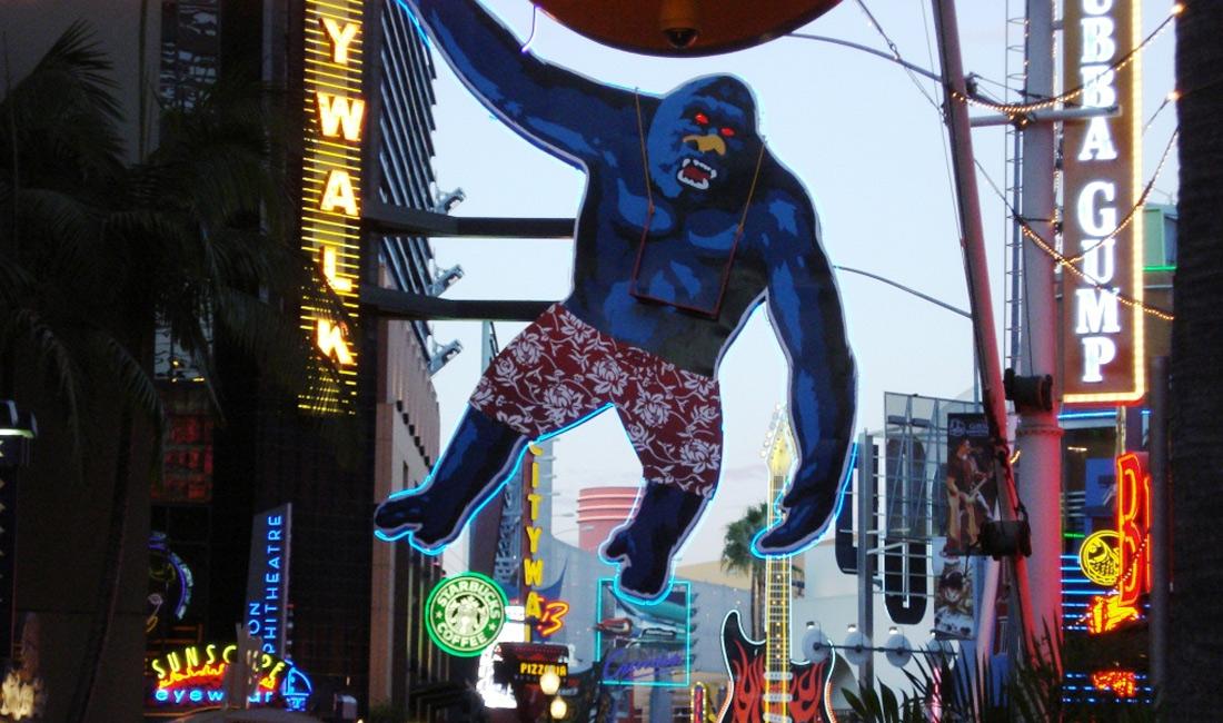 The hanging gorilla Universal's Citywalk