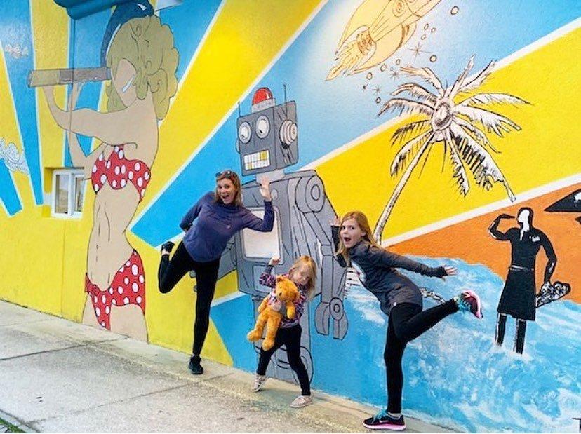 mural crawl